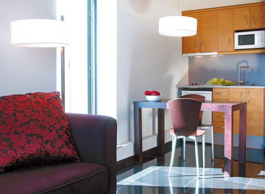 Aparthotel-Hesperia-Fira-Suites-Barcelona