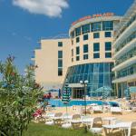 zwei Wochen Sonnenstrand in Bulgarien im 3 Sterne Hotel Ivana Palace mit Frühstück und Zug zum Flug für 310€